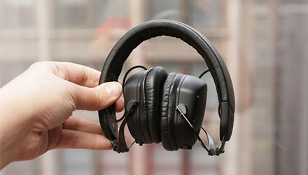 How to Maintain Headphones