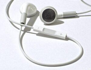 Difference Between Earphones and Headphones